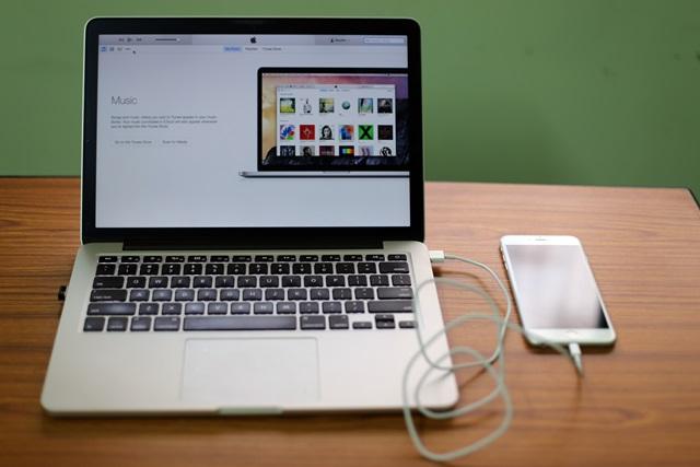 Kết quả hình ảnh cho sạc pin iphone qua máy tính